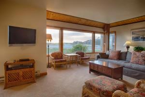 Ocean Front One-Bedroom King Suite