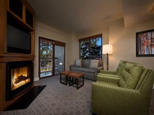 One-Bedroom Suite with Fireplace