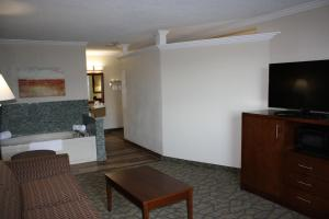 Suite with Hot Tub and Sofa Bed - Non-Smoking