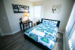Queen Room with Shared Bathroom