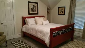 Queen Room with Private Bathroom and Garden View