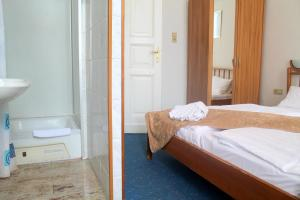 Double Room with Private Shower and Shared Toilet