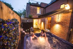 Chester Apartments in Chester, Cheshire, England