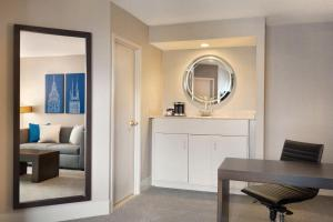Suite King com 1 Quarto e Vista Lago