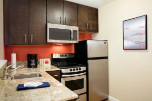 TownePlace Suites Orlando at Flamingo Crossings/Western Entrance (10 of 33)