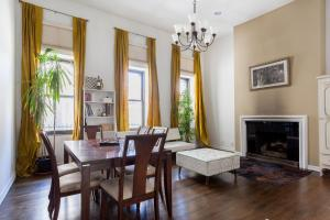 Two-Bedroom Apartment with Terrace - Riverside Park III