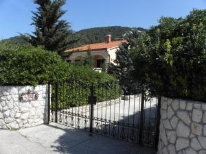 Holiday Home Petar IR7651, Holiday homes  Banjol - big - 2
