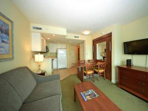 1 Bedroom 1 Bath Side-view Condo with 2 Queens and Wall Bed - T29