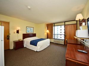 1 Room Side Ocean View with 1 Queen Bed - T8