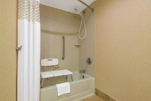 King Room - Disability Access with Tub/Non-Smoking