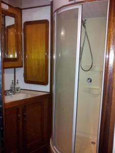 Nassau - Cabin on Boat with Shared Bathroom
