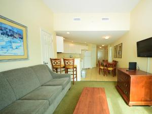 2 Bedroom 2 Bath Side-view Condo with 2 Queens, 2 Fulls and Sleeper Sofa - T32