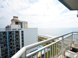 2 Bedroom 2 Bath Ocean-view Condo with 1 King, 2 Queens and 1 Sleeper Sofa - T26