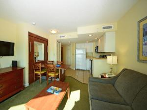 1 Bedroom 1 Bath Side-view Condo with 1 King and Wall Bed - T31