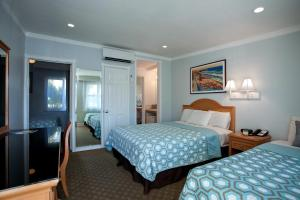Deluxe King Junior Suite with Two Beds