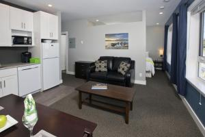 Suite with kitchen & laundry