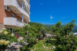 Guest house Villa Ivanovic, Bed and Breakfasts  Budva - big - 89