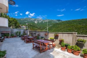 Guest house Villa Ivanovic, Bed and Breakfasts  Budva - big - 87
