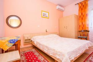 Apartments Pende 2878, Apartmány  Banjol - big - 23