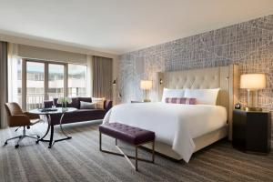 Fairmont Signature King Room