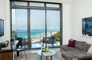 Spectacular Studio Suite  Ocean view with Oversized Balcony