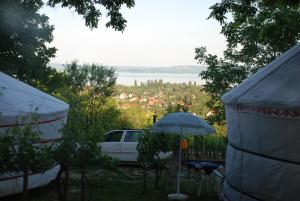 Almond Grove Yurt Hotel, Zelt-Lodges  Ábrahámhegy - big - 22