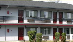 Redwood Inn Motel