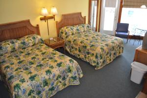 Queen room with Two Queen Beds with Ocean view and Balcony