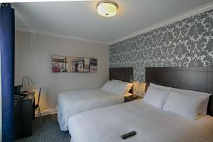 Budget Double Room with Two Double Beds