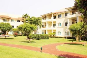 "Green Bay II Two-Bedroom Apartment with Terrace - Iguana #252, Campo de Golf ""El Tigre"""