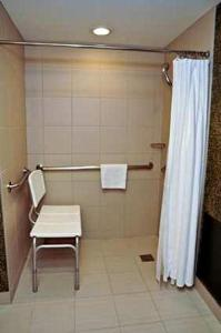 Queen Room Disability Access With Roll In Shower - Non-Smoking