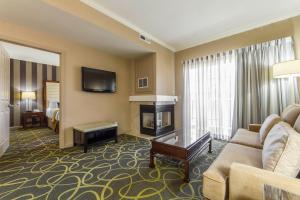 King Suite with Fireplace - Non-Smoking