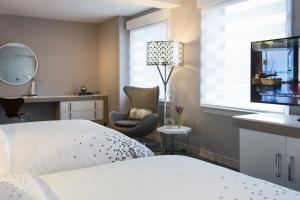 Deluxe Room with King or Queen Bed