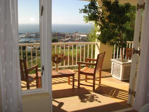 Two-Bedroom Garden Apartment with Sea View