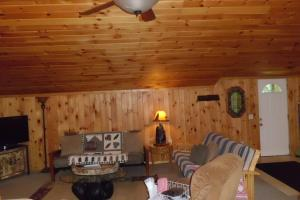 One Bedroom Cottage - Lakefront