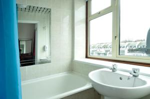 Triple Room with Ensuite Bathroom