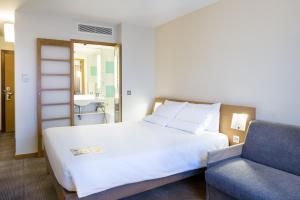 Executive Double Room with Double Bed and Sofa Bed