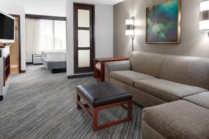 High Floor King Room with Sofa Bed