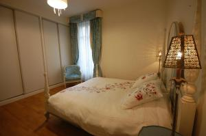 Large Apartment in Champs Elysées area., Апартаменты  Париж - big - 24