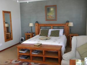 Queen Room with Lagoon View