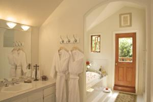 King Suite with Spa Bath and Ocean View