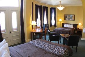 Classic Queen Room with Two Queen Beds - Building Ermitage