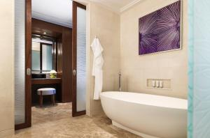 Four Seasons Hotel Abu Dhabi at Al Maryah Island - 5 of 48