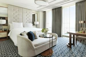 Four Seasons Hotel Abu Dhabi at Al Maryah Island - 24 of 48