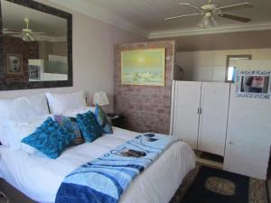 Standard Double Room with Corner Sea View