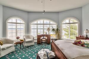 Queen Room with Lake View