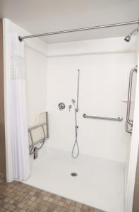 King Studio - Disability Access/ Roll-in Shower