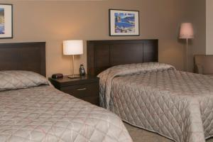Deluxe Queen Room with 2 Queen Beds with Sea View
