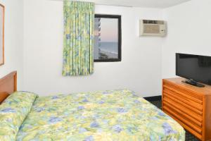 Room with Three Double Beds and Oceanfront
