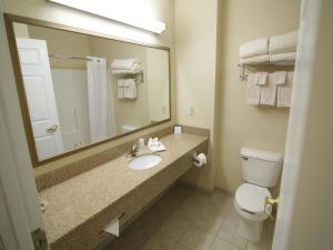 Town & Country Inn And Suites - Quincy, IL 62305 - Photo Album